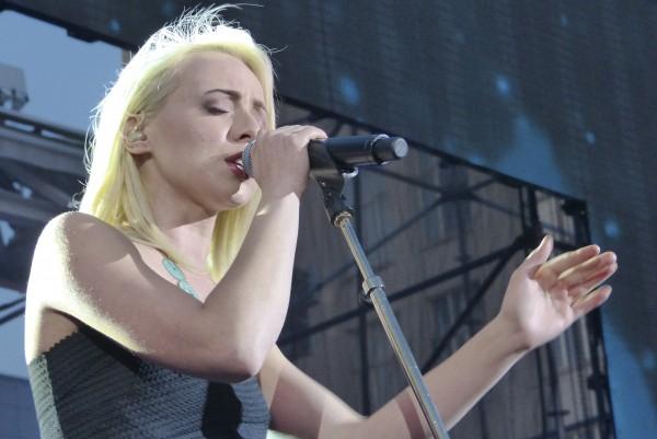 Madilyn Bailey singing