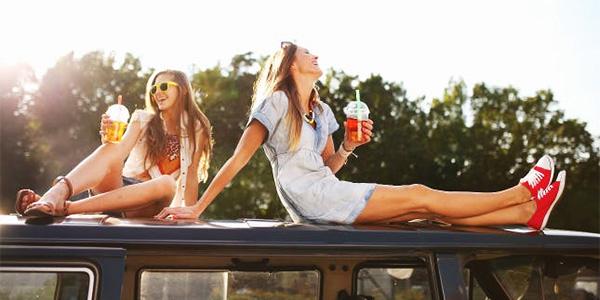 girl-friends-bubble-tea fun outdoors