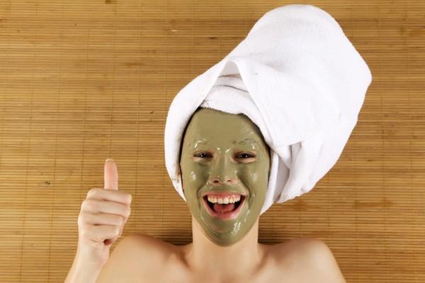woman-wearing-green-mud-mask