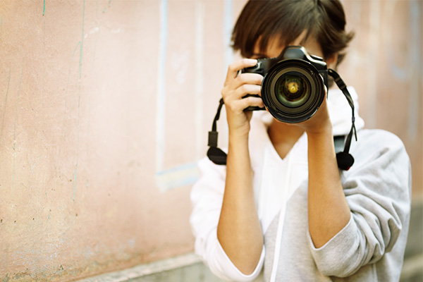 girl-photographer camera