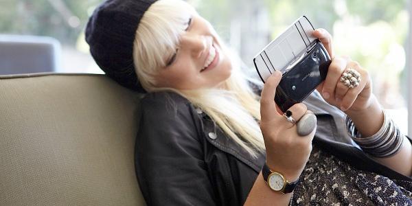 girl gamer mobile phone