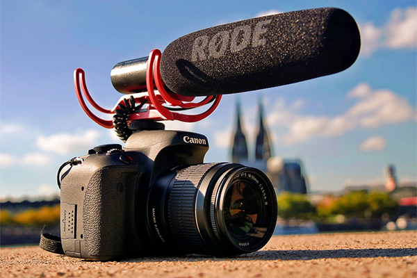 canon camera with rode microphone - mic