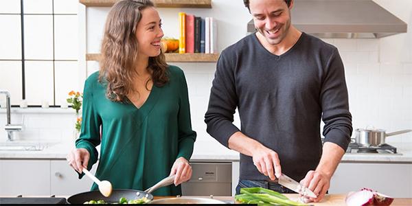 first date ideas - cooking class